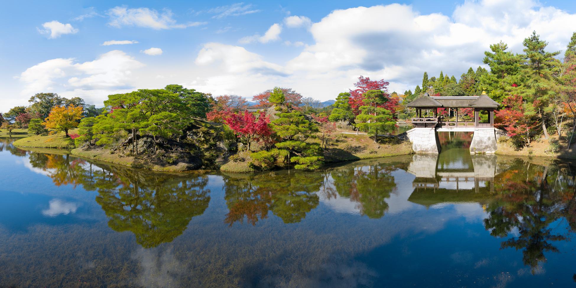 Les haïkus d'origine japonaise visent à exprimer de façon synthétique et symbolique la beauté, l'émotion contenue dans la Nature.