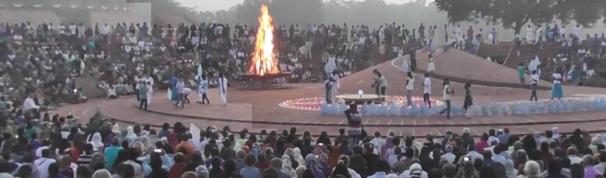 À l'occasion du cinquantenaire d'Auroville, des visiteurs sont venus du monde entier assister à l'évènement